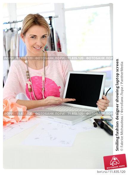 Купить «Smiling fashion designer showing laptop screen », фото № 11835120, снято 19 июля 2019 г. (c) PantherMedia / Фотобанк Лори