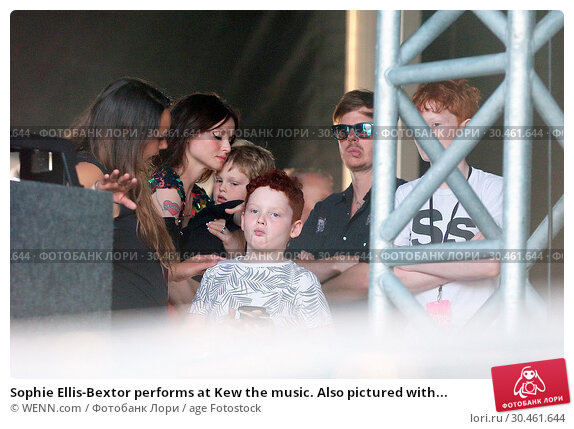 Sophie Ellis-Bextor performs at Kew the music. Also pictured with... (2017 год). Редакционное фото, фотограф WENN.com / age Fotostock / Фотобанк Лори