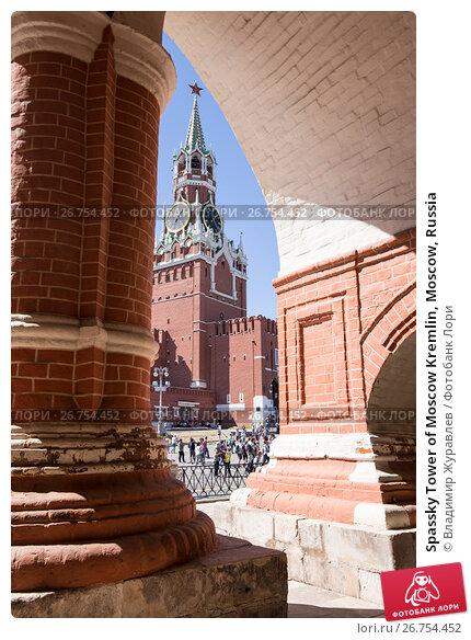 Spassky Tower of Moscow Kremlin, Moscow, Russia, фото № 26754452, снято 6 августа 2017 г. (c) Владимир Журавлев / Фотобанк Лори
