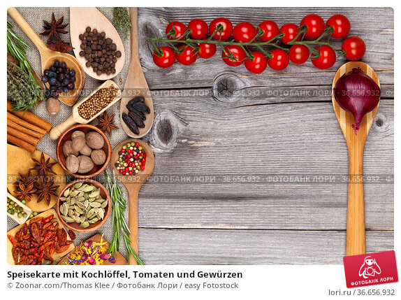 Speisekarte mit Kochlöffel, Tomaten und Gewürzen. Стоковое фото, фотограф Zoonar.com/Thomas Klee / easy Fotostock / Фотобанк Лори