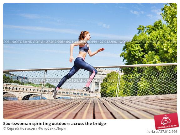 Купить «Sportswoman sprinting outdoors across the bridge», фото № 27012996, снято 11 июня 2017 г. (c) Сергей Новиков / Фотобанк Лори