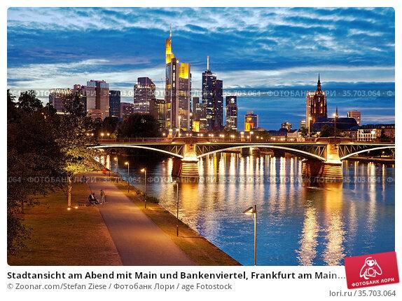 Stadtansicht am Abend mit Main und Bankenviertel, Frankfurt am Main... Стоковое фото, фотограф Zoonar.com/Stefan Ziese / age Fotostock / Фотобанк Лори