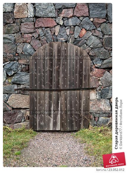 Купить «Старая деревянная дверь», фото № 23052012, снято 16 ноября 2015 г. (c) Darkbird77 / Фотобанк Лори