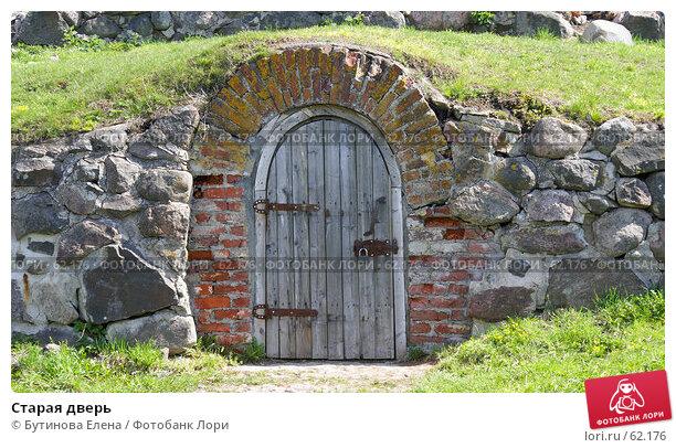 Купить «Старая дверь», фото № 62176, снято 12 мая 2007 г. (c) Бутинова Елена / Фотобанк Лори