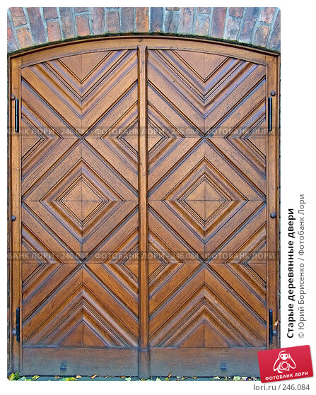 Старые деревянные двери, фото № 246084, снято 13 октября 2007 г. (c) Юрий Борисенко / Фотобанк Лори