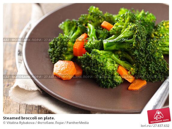 Купить «Steamed broccoli on plate.», фото № 27837632, снято 18 октября 2018 г. (c) PantherMedia / Фотобанк Лори