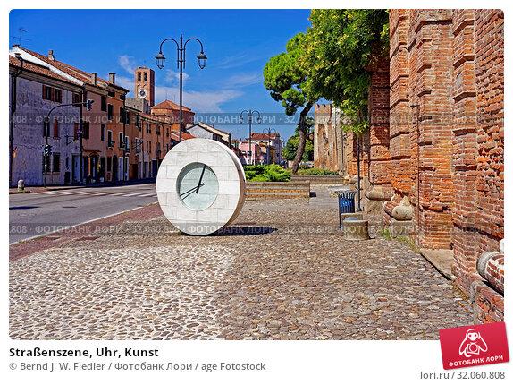 Straßenszene, Uhr, Kunst. Стоковое фото, фотограф Bernd J. W. Fiedler / age Fotostock / Фотобанк Лори