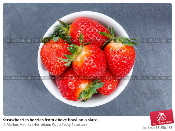 Strawberries berries from above bowl on a slate. Стоковое фото, фотограф Markus Mainka / easy Fotostock / Фотобанк Лори