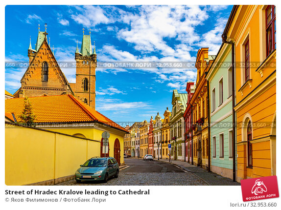 Street of Hradec Kralove leading to Cathedral. Стоковое фото, фотограф Яков Филимонов / Фотобанк Лори