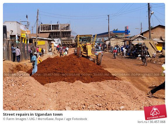 Street repairs in Ugandan town. Стоковое фото, фотограф Farm Images \ UIG / age Fotostock / Фотобанк Лори
