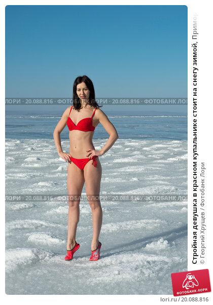 Частные фото российских девушек в купальниках, приставания в магазине скрытое видео