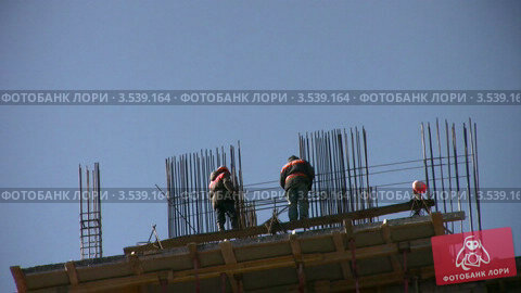 Купить «Строительство жилого дома», видеоролик № 3539164, снято 16 апреля 2009 г. (c) Losevsky Pavel / Фотобанк Лори