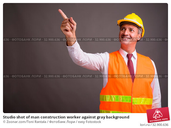 Studio shot of man construction worker against gray background. Стоковое фото, фотограф Zoonar.com/Toni Rantala / easy Fotostock / Фотобанк Лори