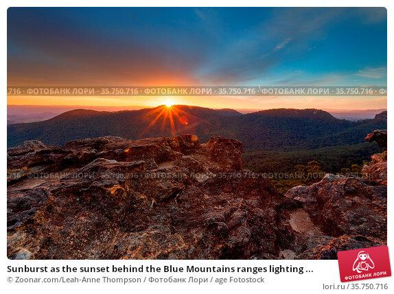 Sunburst as the sunset behind the Blue Mountains ranges lighting ... Стоковое фото, фотограф Zoonar.com/Leah-Anne Thompson / age Fotostock / Фотобанк Лори