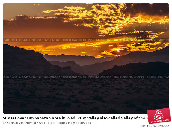 Sunset over Um Sabatah area in Wadi Rum valley also called Valley of the Moon in Jordan. Стоковое фото, фотограф Konrad Zelazowski / easy Fotostock / Фотобанк Лори
