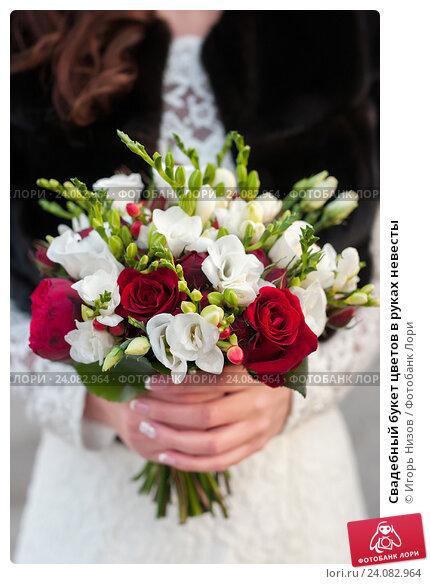 Букет цветов руках, красивые букеты из тюльпанов и ирисов