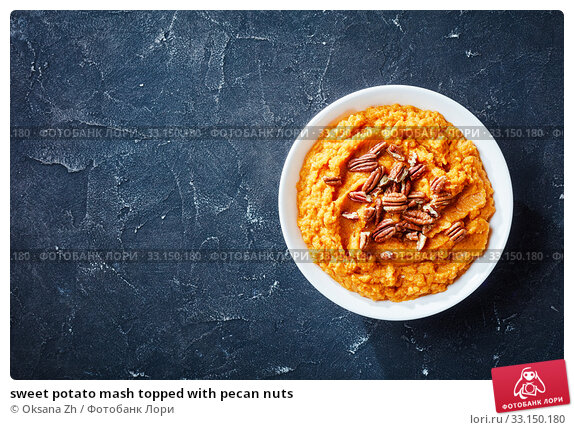 Купить «sweet potato mash topped with pecan nuts», фото № 33150180, снято 21 ноября 2019 г. (c) Oksana Zh / Фотобанк Лори