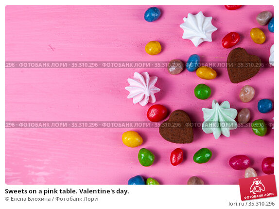 Sweets on a pink table. Valentine's day. Стоковое фото, фотограф Елена Блохина / Фотобанк Лори