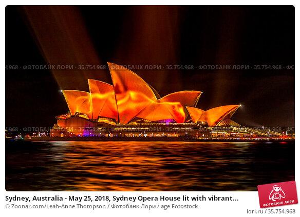 Sydney, Australia - May 25, 2018, Sydney Opera House lit with vibrant... Стоковое фото, фотограф Zoonar.com/Leah-Anne Thompson / age Fotostock / Фотобанк Лори