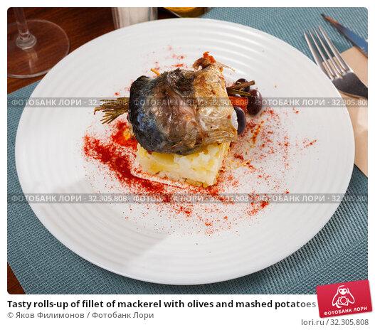 Купить «Tasty rolls-up of fillet of mackerel with olives and mashed potatoes», фото № 32305808, снято 21 ноября 2019 г. (c) Яков Филимонов / Фотобанк Лори