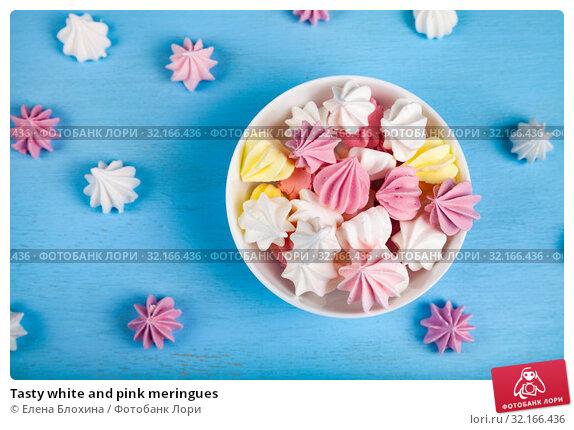 Купить «Tasty white and pink meringues», фото № 32166436, снято 21 августа 2019 г. (c) Елена Блохина / Фотобанк Лори