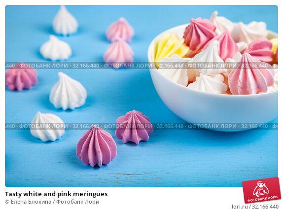 Купить «Tasty white and pink meringues», фото № 32166440, снято 21 августа 2019 г. (c) Елена Блохина / Фотобанк Лори