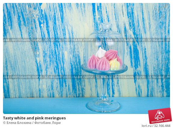 Купить «Tasty white and pink meringues», фото № 32166444, снято 21 августа 2019 г. (c) Елена Блохина / Фотобанк Лори