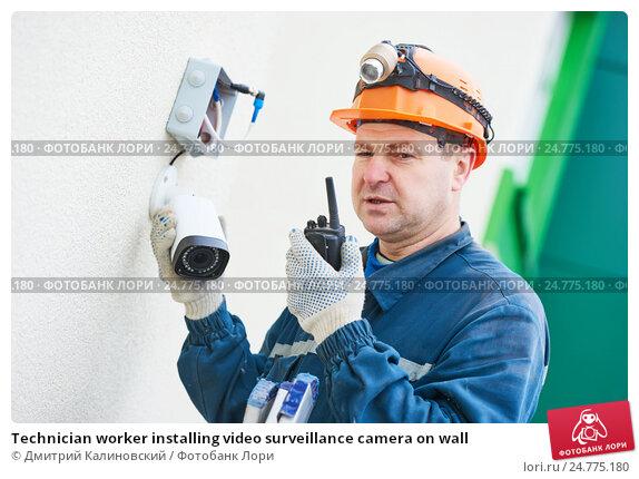 Купить «Technician worker installing video surveillance camera on wall», фото № 24775180, снято 22 декабря 2016 г. (c) Дмитрий Калиновский / Фотобанк Лори