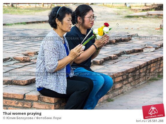 Купить «Thai women praying», фото № 28581288, снято 27 января 2017 г. (c) Юлия Белоусова / Фотобанк Лори