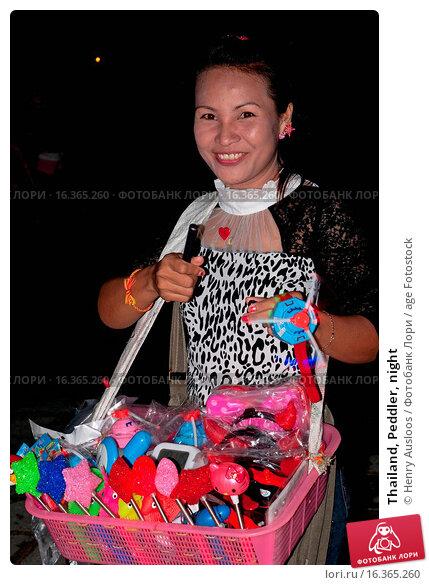 Купить «Thailand, Peddler, night», фото № 16365260, снято 17 ноября 2013 г. (c) age Fotostock / Фотобанк Лори