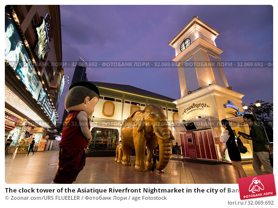 The clock tower of the Asiatique Riverfront Nightmarket in the city of Bangkok in Thailand. Thailand, Bangkok, November, 2017. Стоковое фото, фотограф Zoonar.com/URS FLUEELER / age Fotostock / Фотобанк Лори