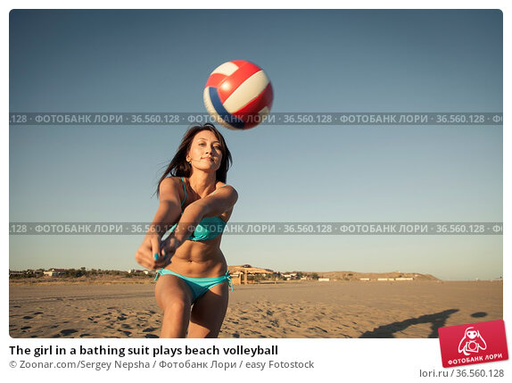 The girl in a bathing suit plays beach volleyball. Стоковое фото, фотограф Zoonar.com/Sergey Nepsha / easy Fotostock / Фотобанк Лори