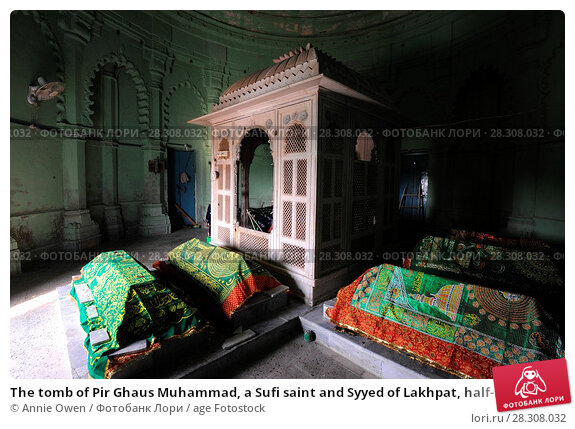 Купить «The tomb of Pir Ghaus Muhammad, a Sufi saint and Syyed of Lakhpat, half-Muslim and half-Hindu who died in 1855, Lakhpat Fort, Gujarat, India, Asia», фото № 28308032, снято 11 ноября 2017 г. (c) age Fotostock / Фотобанк Лори