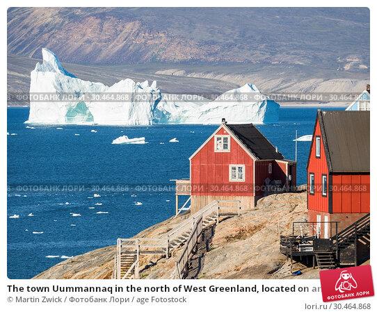 The town Uummannaq in the north of West Greenland, located on an island in the Uummannaq Fjord System. America, North America, Greenland. Стоковое фото, фотограф Martin Zwick / age Fotostock / Фотобанк Лори