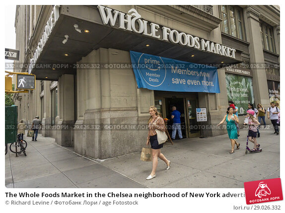 Купить «The Whole Foods Market in the Chelsea neighborhood of New York advertises Amazon's offer to Prime members of an extra 10% discount on select sale items...», фото № 29026332, снято 28 июня 2018 г. (c) age Fotostock / Фотобанк Лори