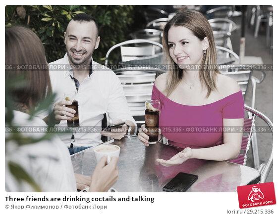 Купить «Three friends are drinking coctails and talking», фото № 29215336, снято 18 октября 2017 г. (c) Яков Филимонов / Фотобанк Лори