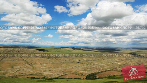 Купить «Timelapse view of the highland valley from the height of the hill», видеоролик № 26702144, снято 25 июля 2017 г. (c) Mikhail Starodubov / Фотобанк Лори