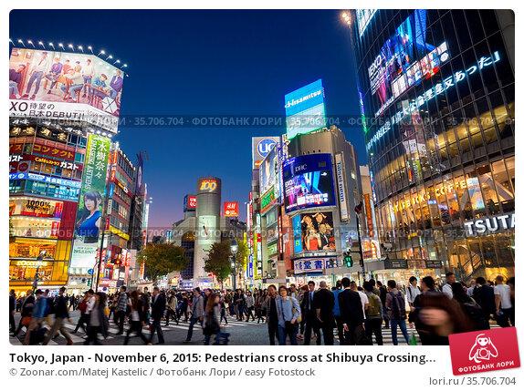 Tokyo, Japan - November 6, 2015: Pedestrians cross at Shibuya Crossing... Стоковое фото, фотограф Zoonar.com/Matej Kastelic / easy Fotostock / Фотобанк Лори