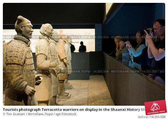 Купить «Tourists photograph Terracotta warriors on display in the Shaanxi History Museum, Xian, China», фото № 14355508, снято 25 мая 2019 г. (c) age Fotostock / Фотобанк Лори