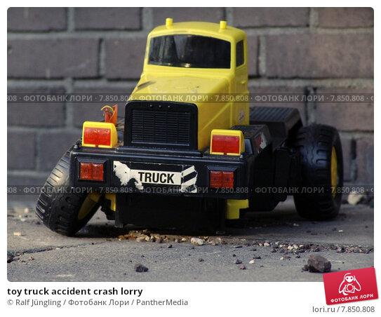 Купить «toy truck accident crash lorry», фото № 7850808, снято 21 ноября 2019 г. (c) PantherMedia / Фотобанк Лори