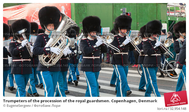 Trumpeters of the procession of the royal guardsmen. Copenhagen, Denmark (2017 год). Редакционное фото, фотограф EugeneSergeev / Фотобанк Лори