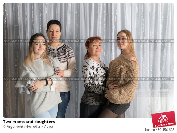 Two moms and daughters. Стоковое фото, фотограф Argument / Фотобанк Лори