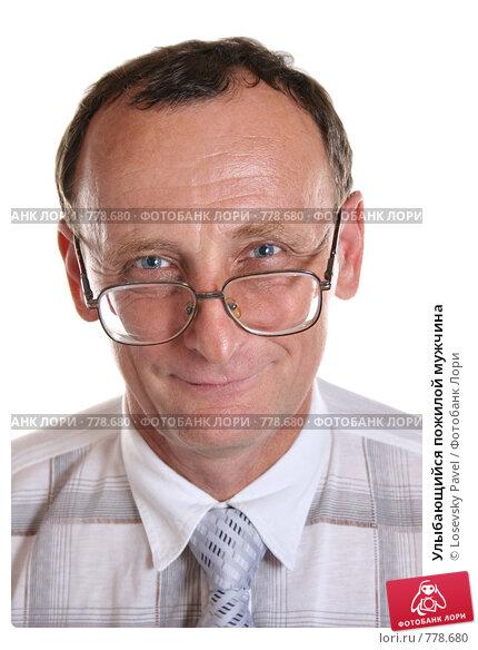Улыбающийся пожилой мужчина. Стоковое фото, фотограф Losevsky Pavel / Фотобанк Лори