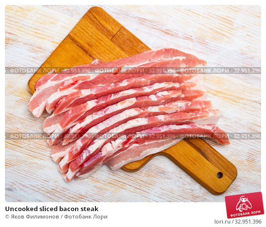 Uncooked sliced bacon steak. Стоковое фото, фотограф Яков Филимонов / Фотобанк Лори