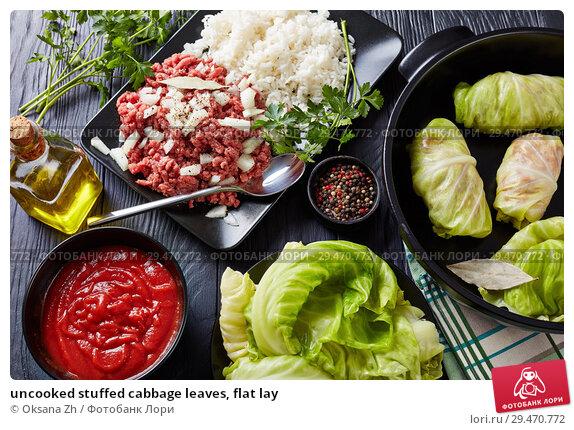 Купить «uncooked stuffed cabbage leaves, flat lay», фото № 29470772, снято 22 ноября 2018 г. (c) Oksana Zh / Фотобанк Лори