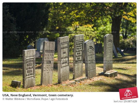 Купить «USA, New England, Vermont, town cemetery.», фото № 29087628, снято 3 октября 2017 г. (c) age Fotostock / Фотобанк Лори