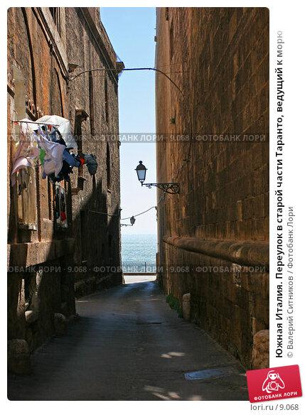Южная Италия. Переулок в старой части Таранто, ведущий к морю , фото № 9068, снято 24 мая 2017 г. (c) Валерий Ситников / Фотобанк Лори