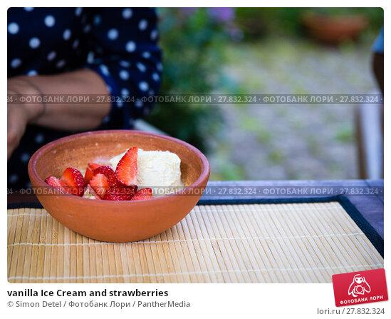 Купить «vanilla Ice Cream and strawberries», фото № 27832324, снято 21 февраля 2018 г. (c) PantherMedia / Фотобанк Лори