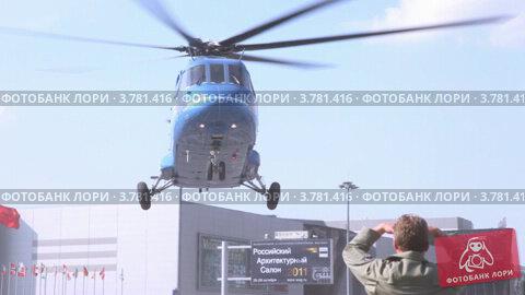 Купить «Вертолет взлетает с площадки на международной выставке», видеоролик № 3781416, снято 30 июля 2012 г. (c) Losevsky Pavel / Фотобанк Лори