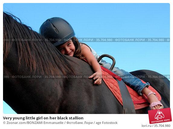 Very young little girl on her black stallion. Стоковое фото, фотограф Zoonar.com/BONZAMI Emmanuelle / age Fotostock / Фотобанк Лори